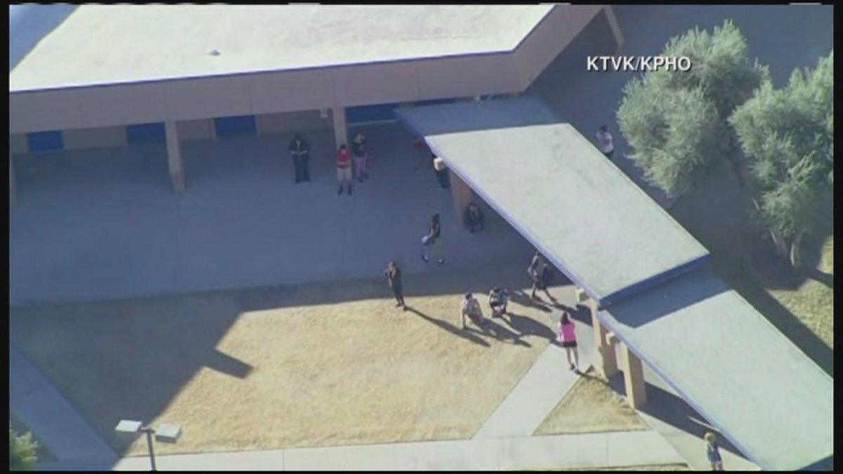 2 students killed in shooting at Phoenix-area high school, police say