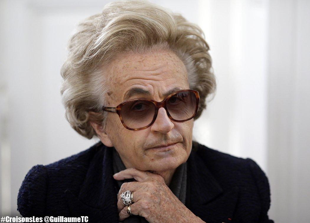 """Pour Bernadette Chirac, le livre de #Sarkozy serait """"presque une bible"""" ? CbCR--uWEAAbD6d"""