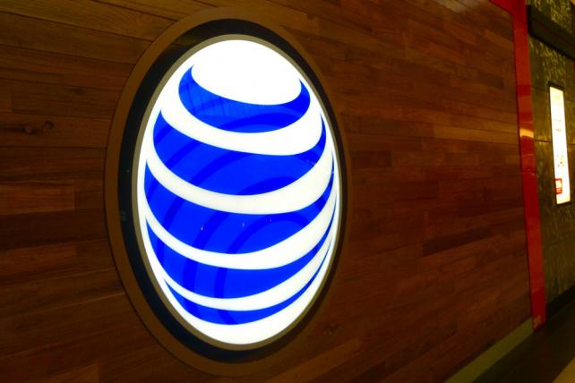 AT&T joins Verizon in race to meet demand for mobile movies, sports and more https://t.co/RYi3sKuBFj https://t.co/DPzc6QP8PZ