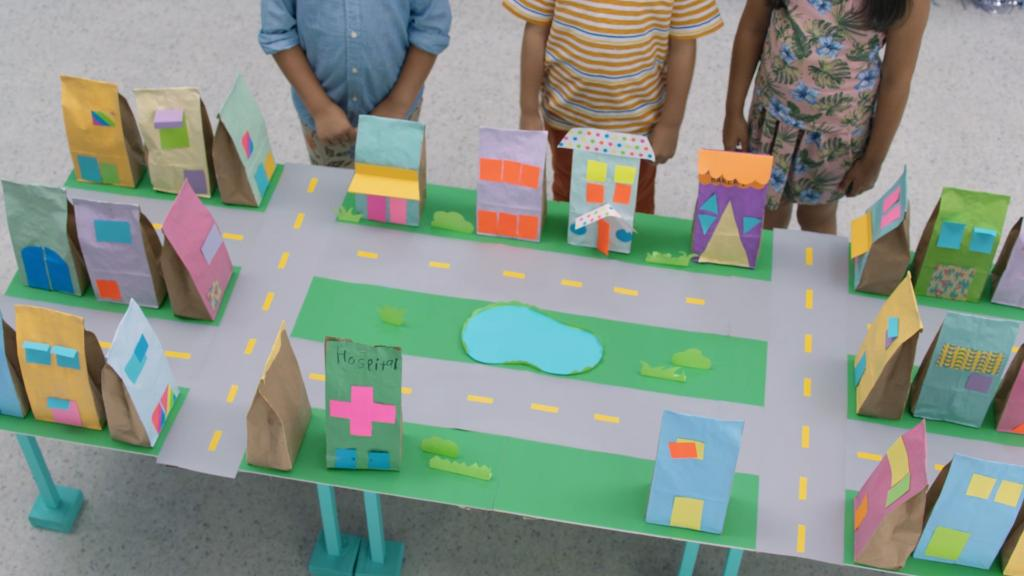 Make a paper bag house baik bag for Website where you can build your own house