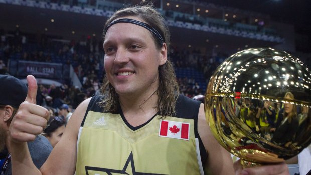 Musicians, actors hit the hardwood at NBA celebrity game