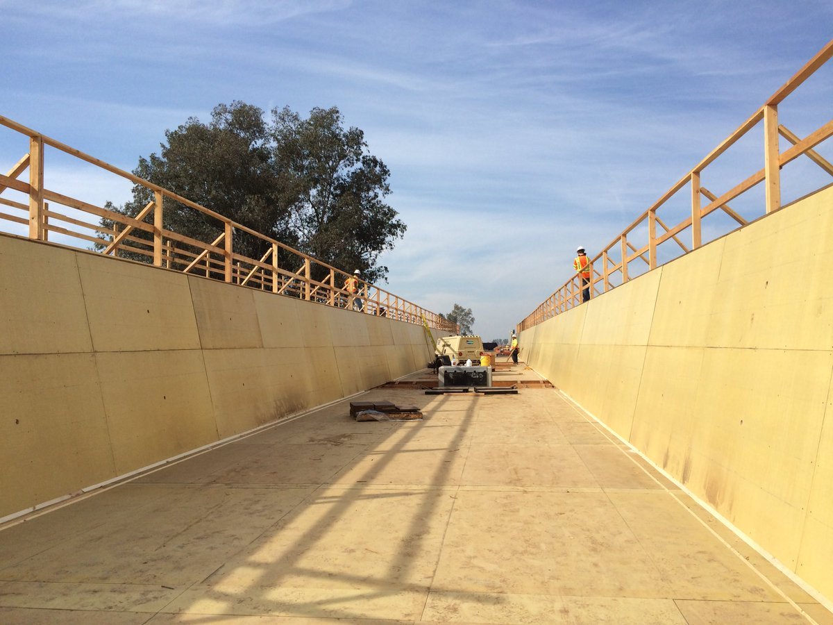 A view from the top and below of the Fresno River Viaduct. This will be the path of the train. #Iwillride https://t.co/ONkI6hThBZ