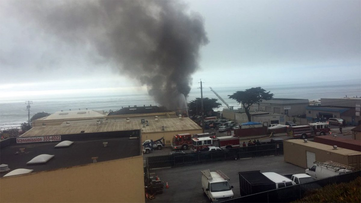 JUST IN: Firefighters responding to 3-alarm fire on Palmetto Avenue in Pacifica. @sfsorto
