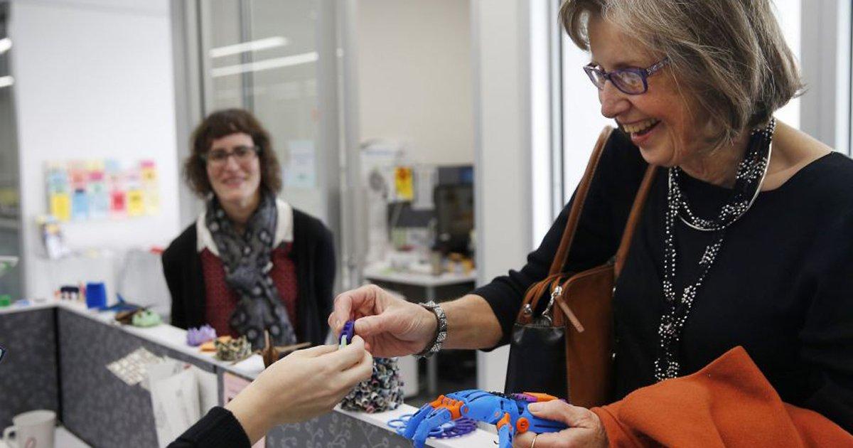 3-D printers in public places create prostheses, change lives. via @LizzieJohnsonnn