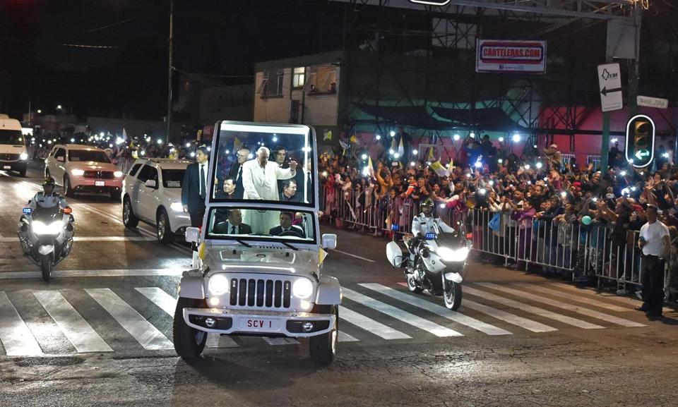 Mexico greets @Pontifex with extravagant show