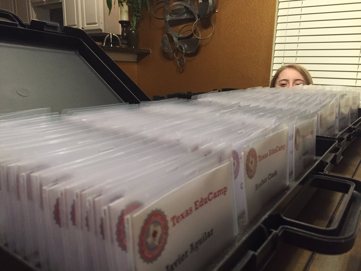 Happiness is...having an awesome 11 yr old that likes helping with #TXEDUCAMP badges! #txeduchat https://t.co/t4IPtDBT14