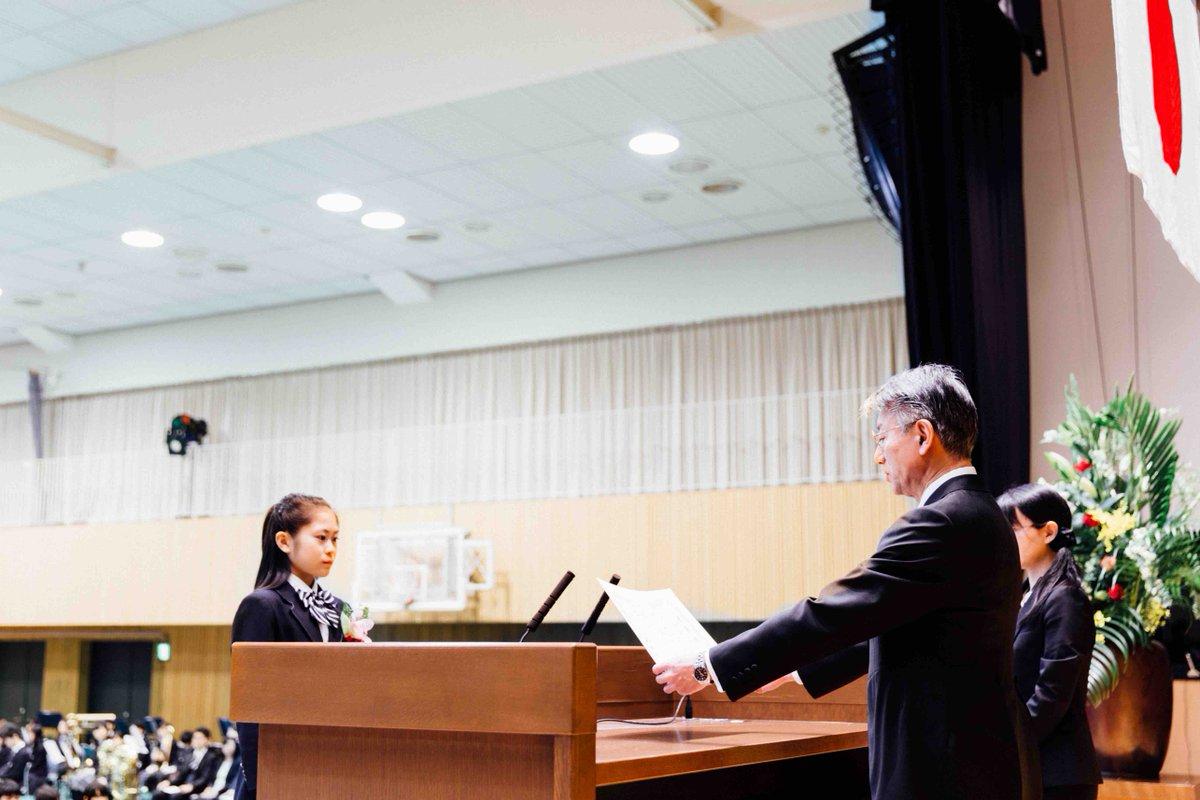 4月から関西大学文学部に進学するフィギュアスケート女子の宮原知子さん(みやはら・さとこ=17)が13日、同大の併設校・関西大学高等部を卒業。卒業式では特別表彰を受けた #kandai #関大 https://t.co/YYVKkMGiMT