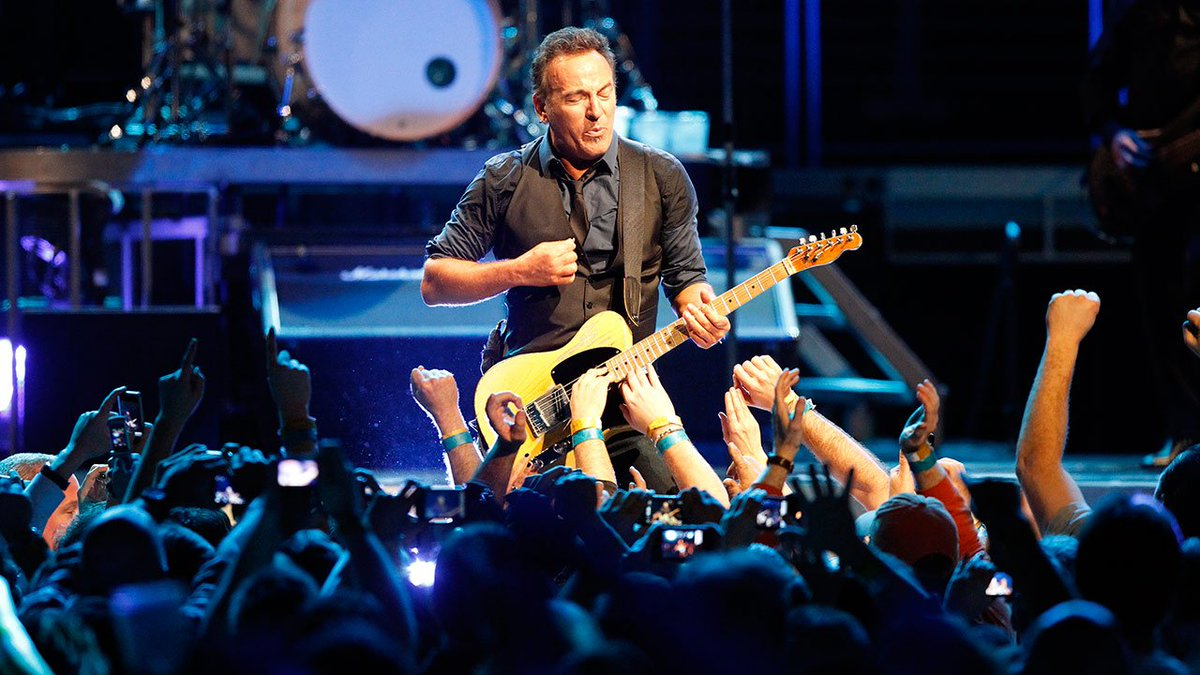 Fans brave chilly temps to see @springsteen heat up concert stage