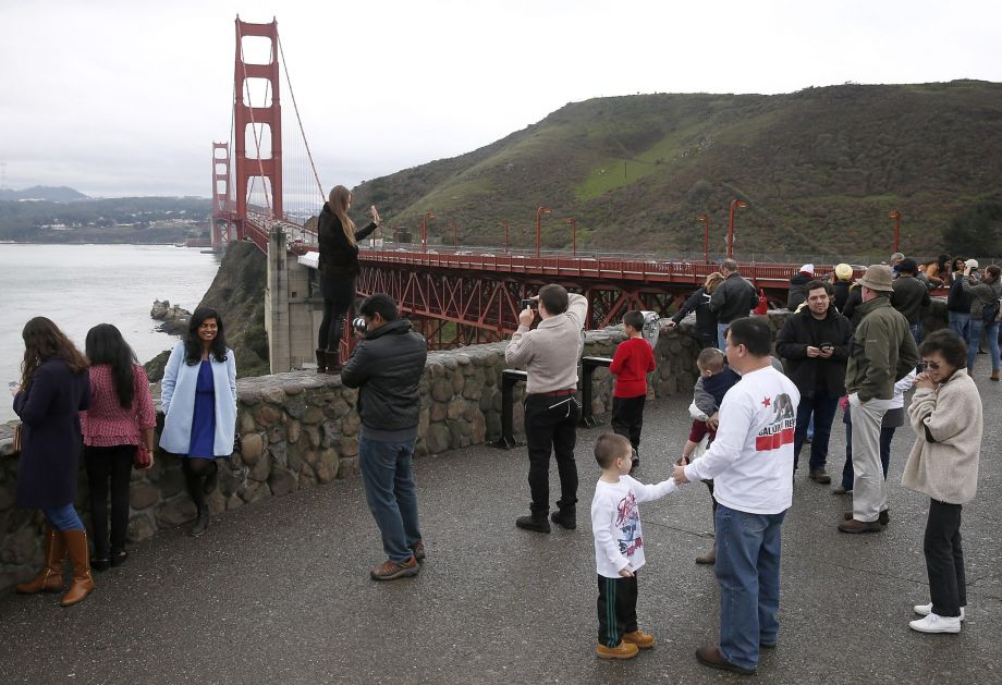 2 Golden Gate Bridge pedestrians hit by blow darts