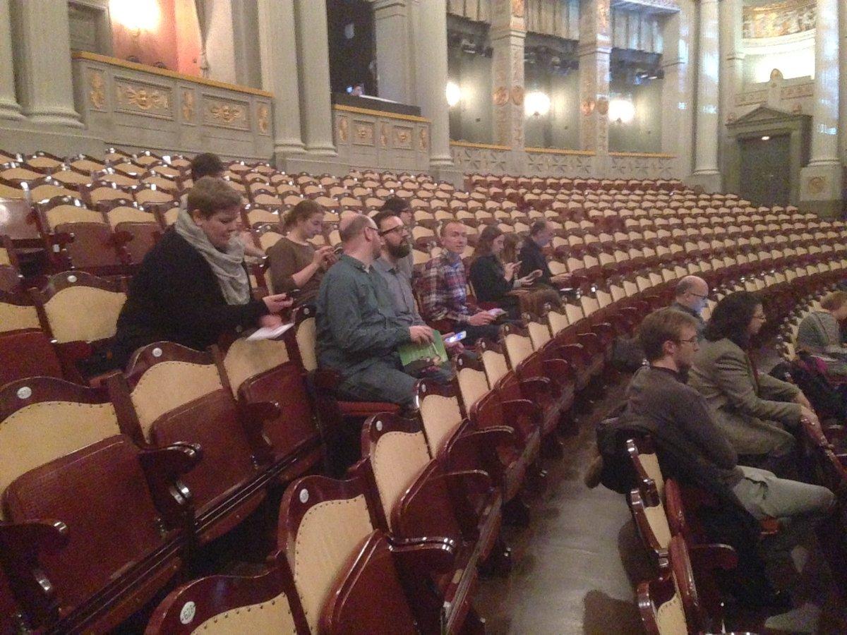 Alle da. Alle sitzen. Gleich geht's los! #carmenundich https://t.co/bDiSrfpS0R