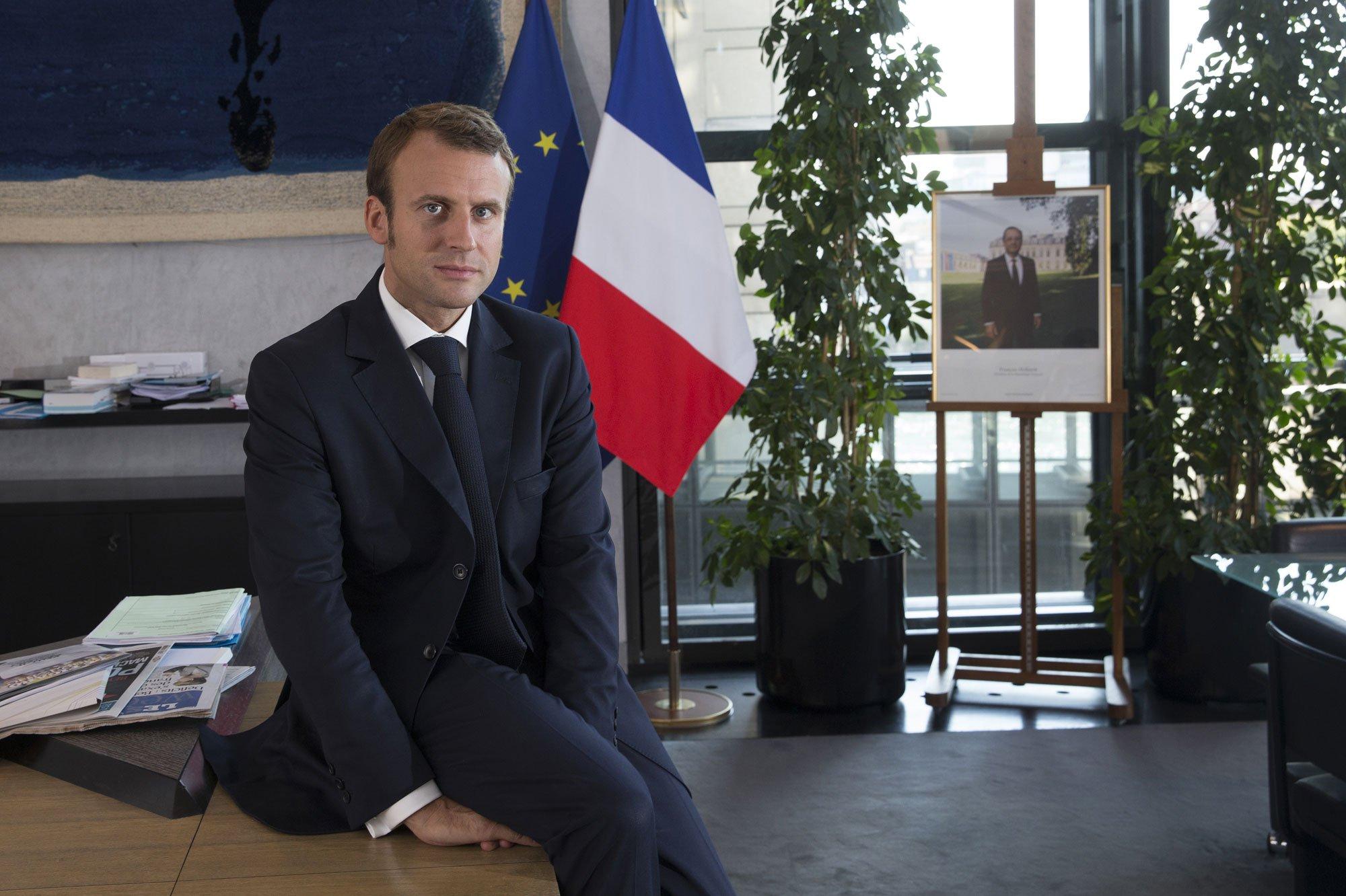 Banqueiro Emmanuel Macron apresenta-se como candidato às presidenciais francesas de 2017