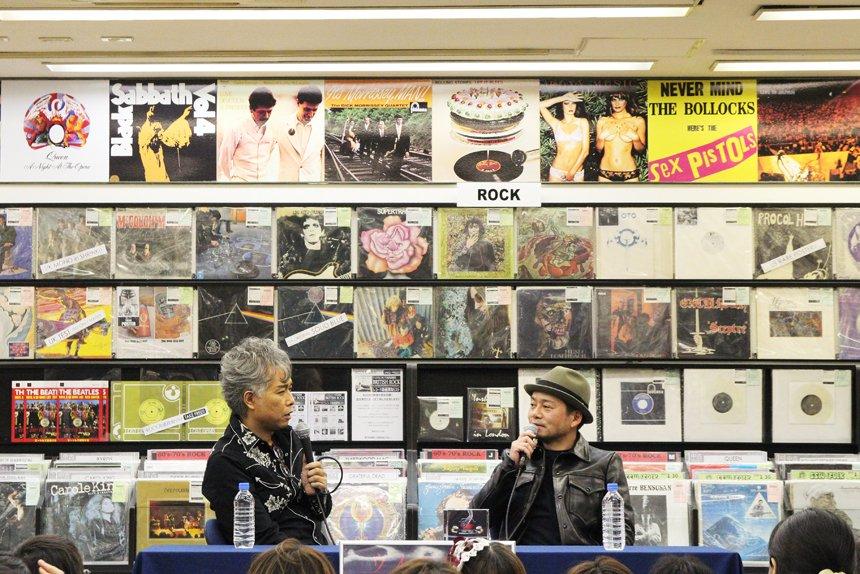 下北沢のユニオンで特撮(大槻ケンヂ+RIKIJI)トーク。 明日14日は、14時より吉祥寺のタワーレコードにて、大槻ケンヂ+三柴理で開催。 https://t.co/cK5qjJ4RKc
