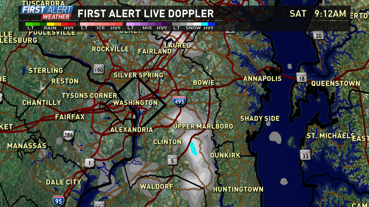 Snow squall headed along 301. @wusa9 Low visibility & quick coating to .25