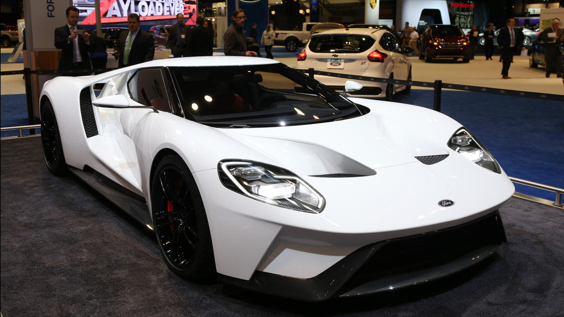 $400,000 2017 Ford GT revs up Chicago Auto Show