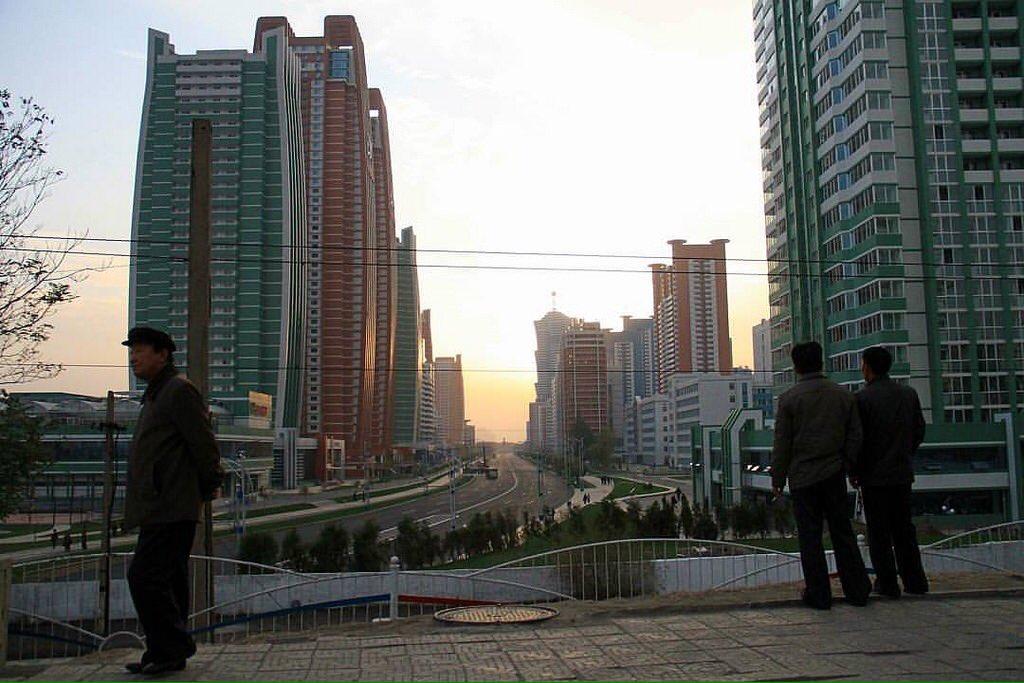 الحياة في كوريا الشماليه ..........متجدد  CbGuQGIWcAAuknY