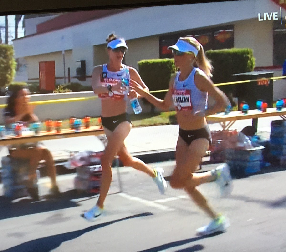 The mentee @HastyHastings becomes the mentor. What a beautiful thing to watch. #LA2016 @ShalaneFlanagan #GirlPower https://t.co/boMsw13jNz