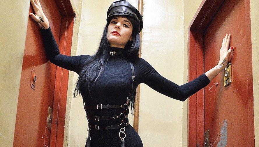 meet dominatrix
