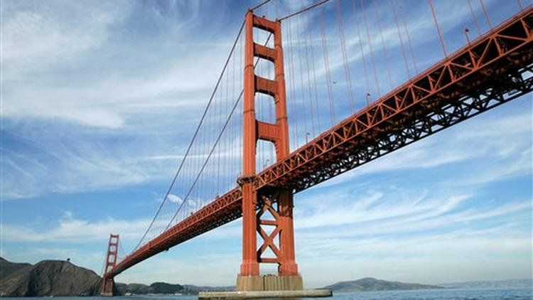 2 people hit by blow darts while walking across San Francisco's Golden Gate Bridge