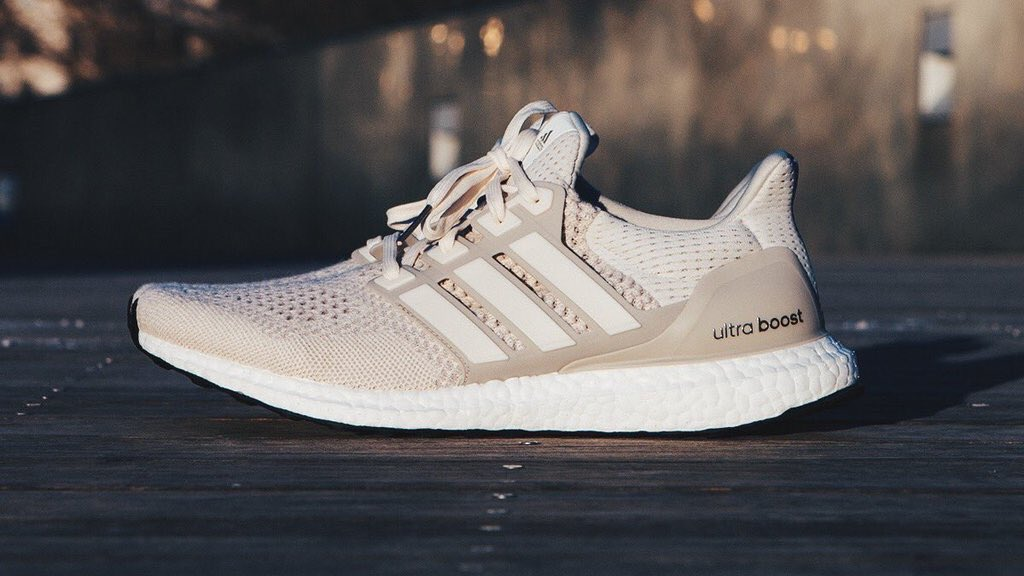 Adidas Ultra Boost Chalk On Feet softwaretutor.co.uk 2ad45598a