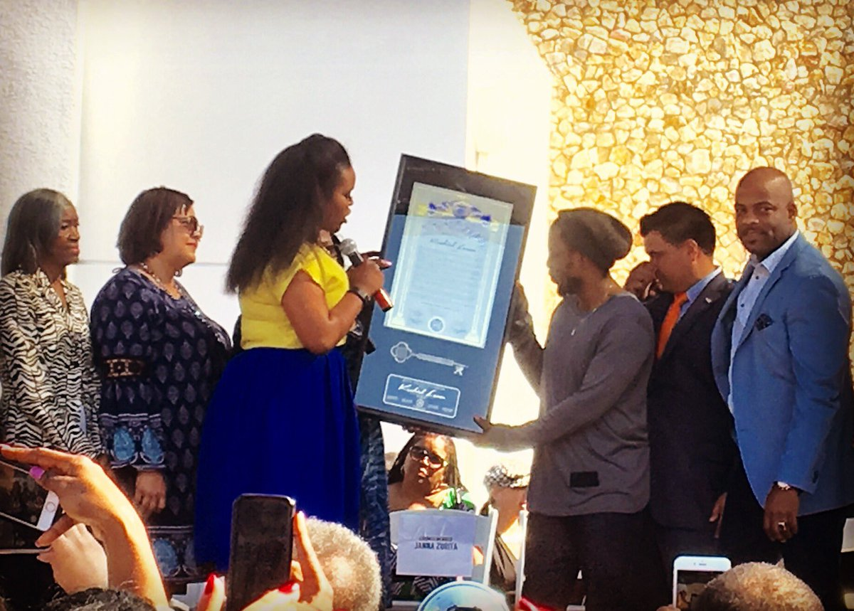 Congrats to @kendricklamar who just received the key to the city in Compton, his hometown. Good luck @ The Grammys.