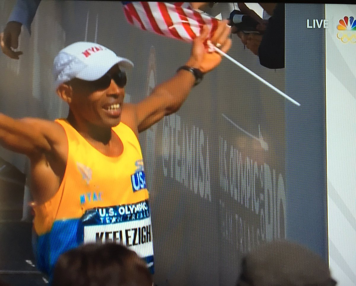 @runmeb is THE man. Second place, 40 years old, and one of the smartest runners out there. #LA2016 https://t.co/S697qk8pA2