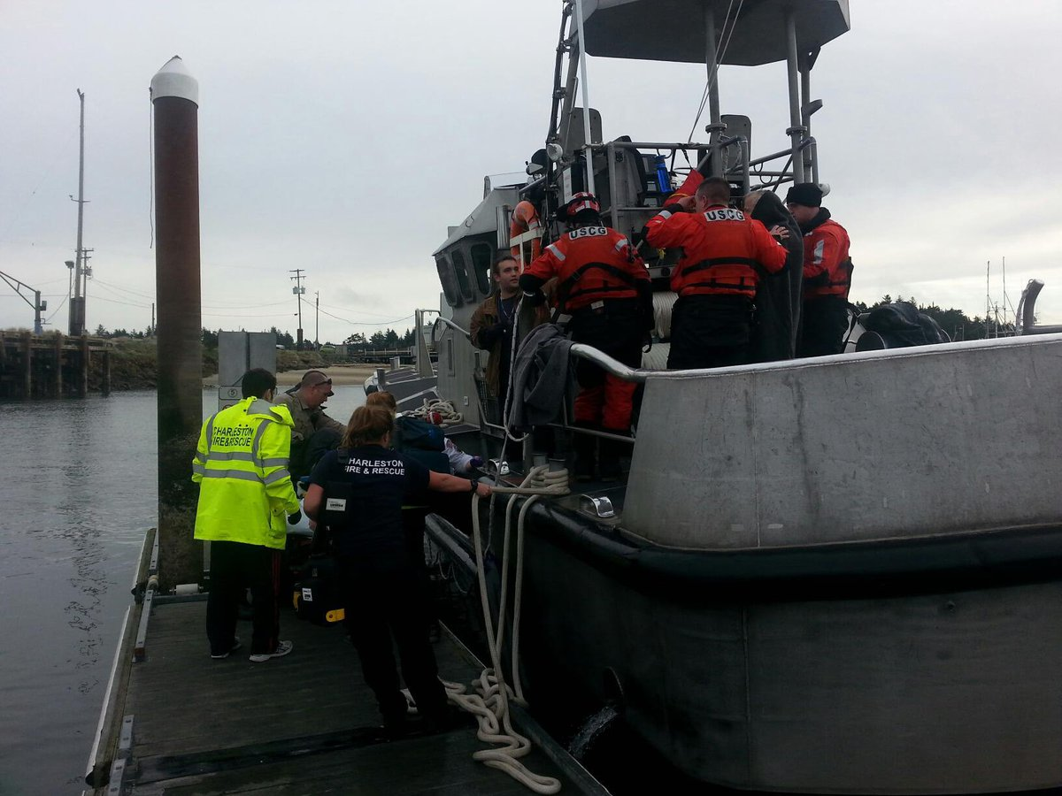 USCGOregon searchandrescue USCG Coos Bay successfully rescued 3 people from the Coos River
