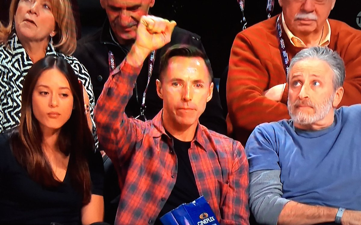 Suns legend @SteveNash cheering on @DevinBook in the #FootLockerThree! https://t.co/VgM9hSZlPv