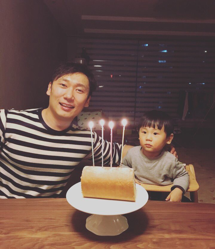 마흔살 생일은 아들과 함께~ 행복하다. 40살...단지 긴 초가 4개일 뿐. https://t.co/bgYRBHDkp6