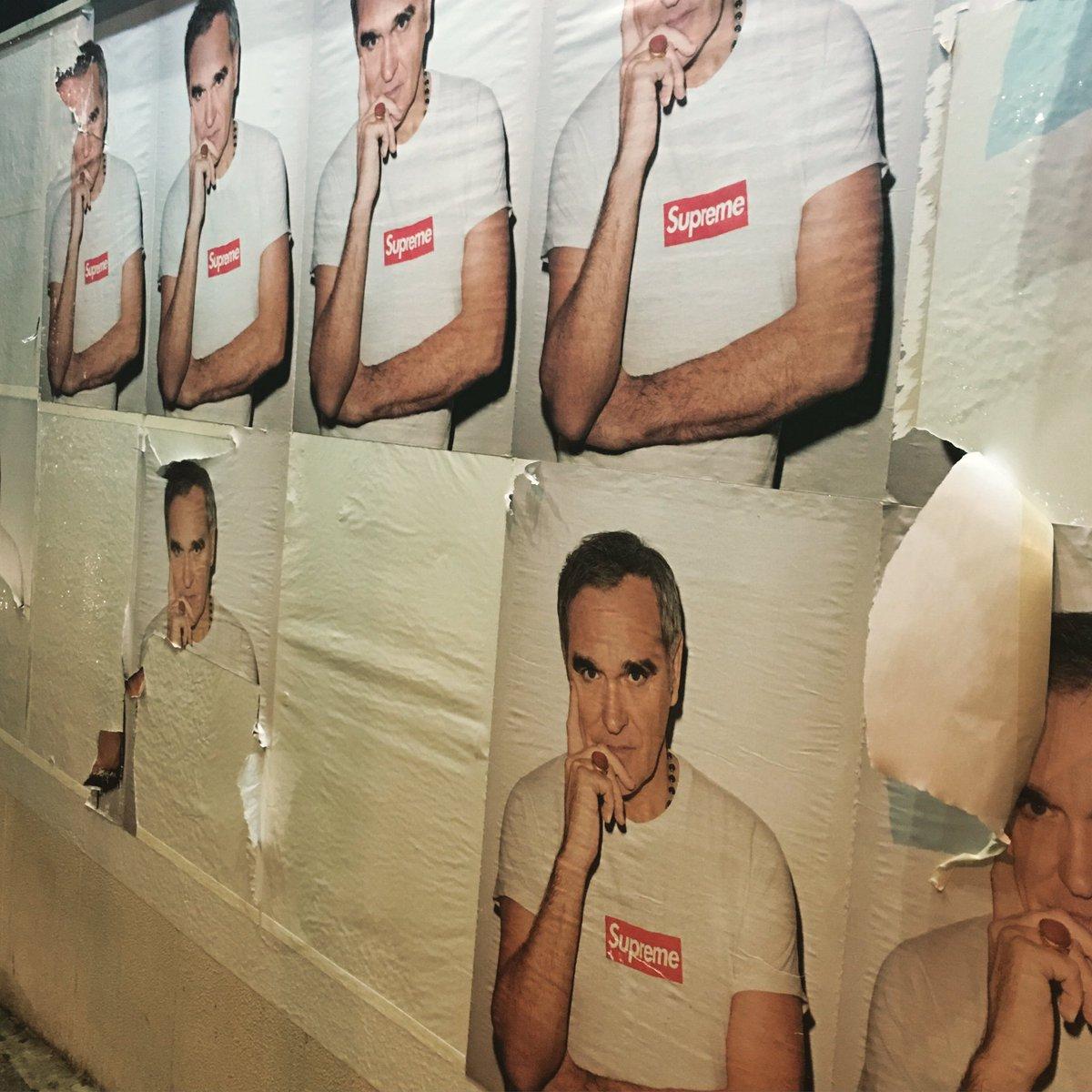 ご同輩のみなさん、もうお気付きかもしれませんが、今季のSupremeはモリッシーっすよー。何はともあれ、2016年にもなって東京の街角にモリッシーのポスターが貼られまくられてるってコトが笑える。 #suprememorrissey https://t.co/UpEbk0bwkv