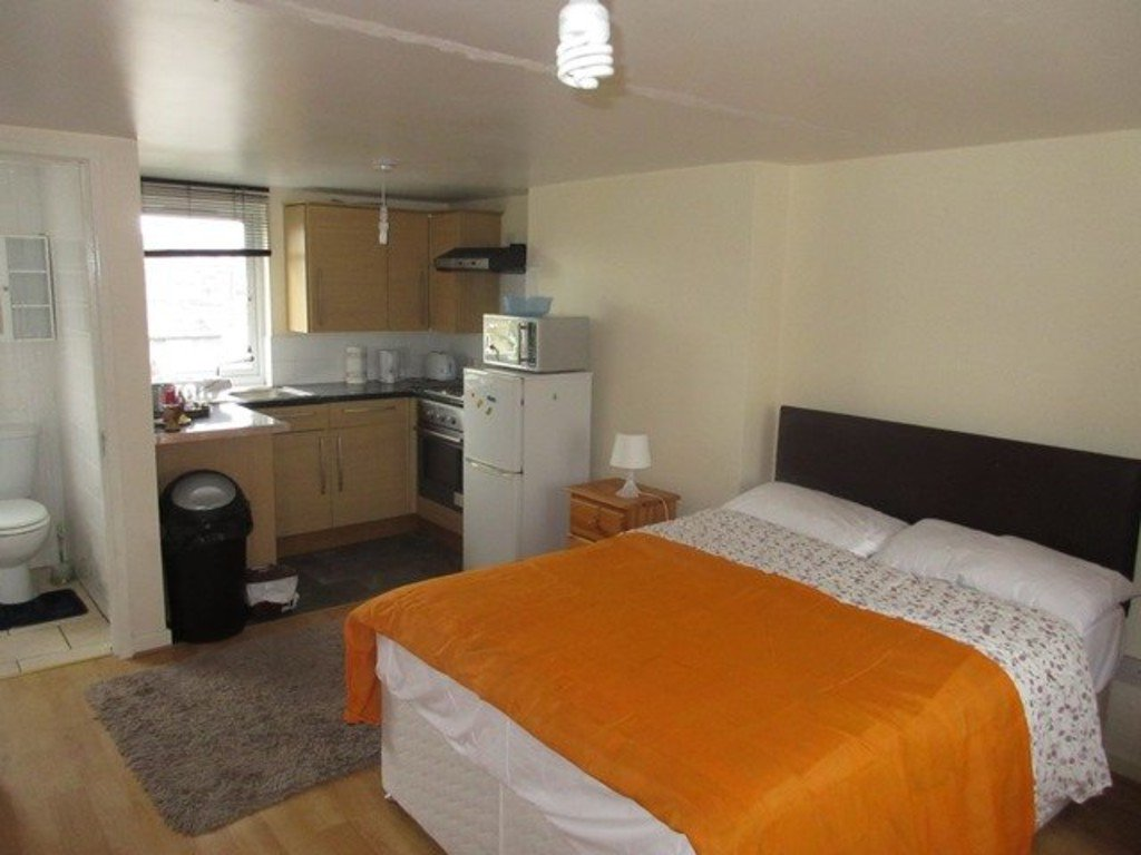 #n7 £950pcm The second Grand Slam of the night. Bed. Kitchen. Toilet.  All in one shot. #ldn  #housingcrisis https://t.co/GqpdJcbK4t