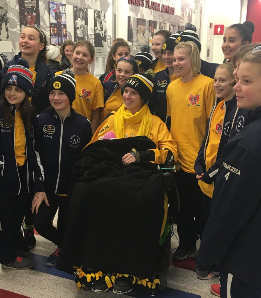 Hockey fans starstruck on this DennaDay at @TheBostonPride game to see a player & young woman they so admire WCVB