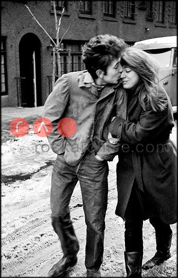 In the mood for love? Bob Dylan & Suze Rotola in a wintry New York City on the shoot for t… https://t.co/xDpbblmeG4 https://t.co/5y3jQbQgOJ