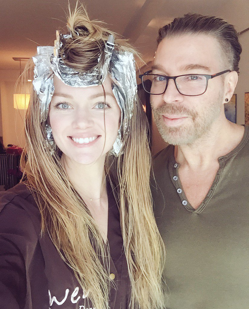 Ready for the foil contest reveal?? Watch @CHAZDEAN and me on @periscope! I hope you win! https://t.co/hTXNCefYih https://t.co/cMZZnjuoBG