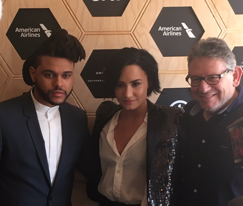 The perfect trio ❤️. @theweeknd @ddlovato and Lucian Grainge #MusicIsUniversal #UMGShowcase w/ @AmericanAir & @Citi https://t.co/JZ2PXHQBqr