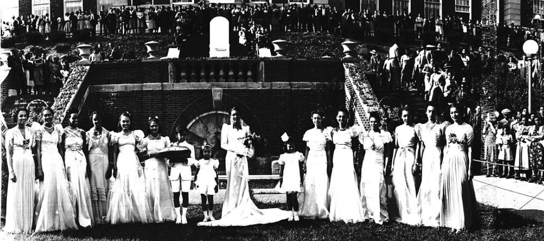 Before #BlackHistoryMonth, Negro History Week included events like this pageant at @HowardU https://t.co/XbTtPjtsiO https://t.co/tQOsmK7rLY