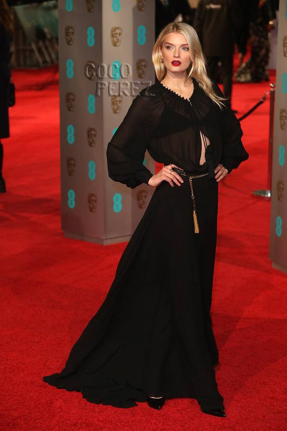 Supermodel #LilyDonaldson flashes her bra on the #BAFTA Awards red carpet! https://t.co/Pl6u1uLyw1 https://t.co/IXEiNv5GAh