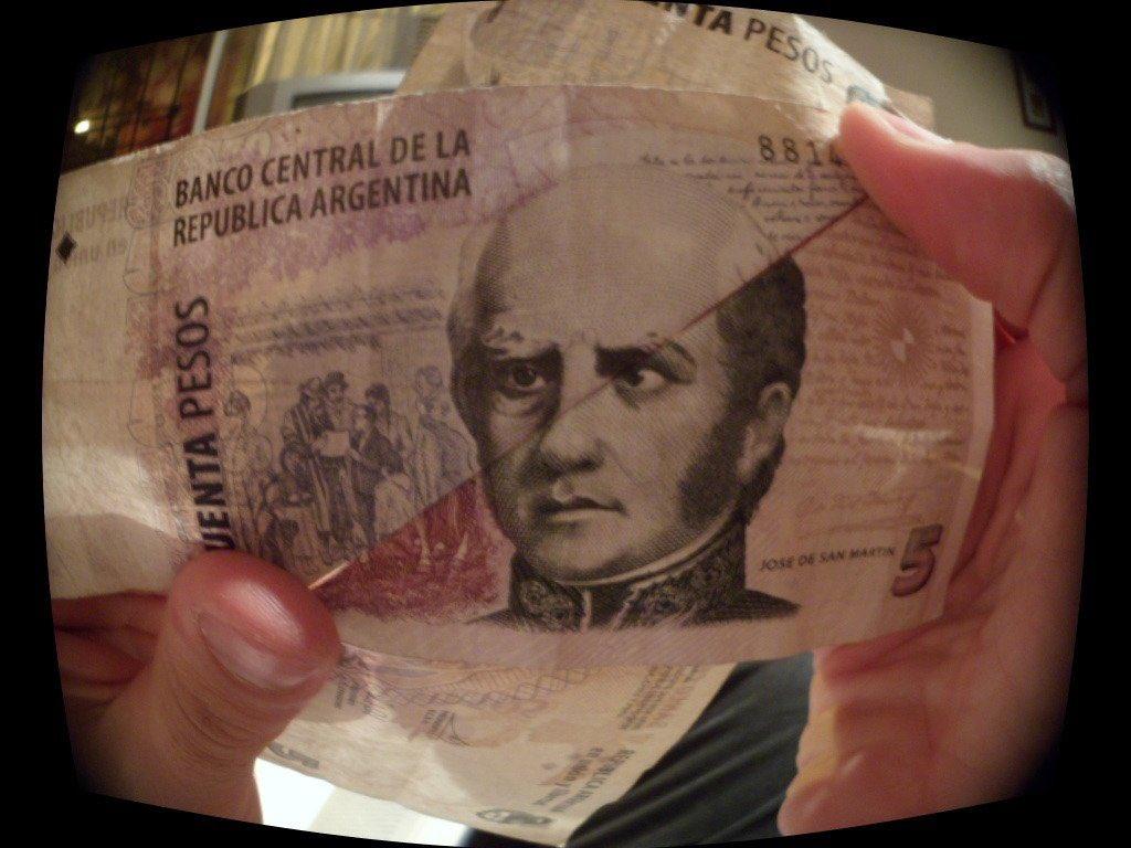 Si juntas el billete de 50 con el de 5, te da un Barros Schellotto pelado. https://t.co/08O0jChMtt
