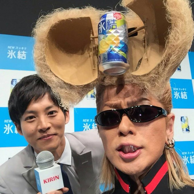 """RT @MToriofficial: 綾小路さんのリーゼントをパッカーンさせていただきました。 新しくなった""""氷結"""" 果汁がアップして、飲みやすくなっているので、皆さん、是非。 新CMは2月16日~見られます! #氷結 #綾小路翔"""