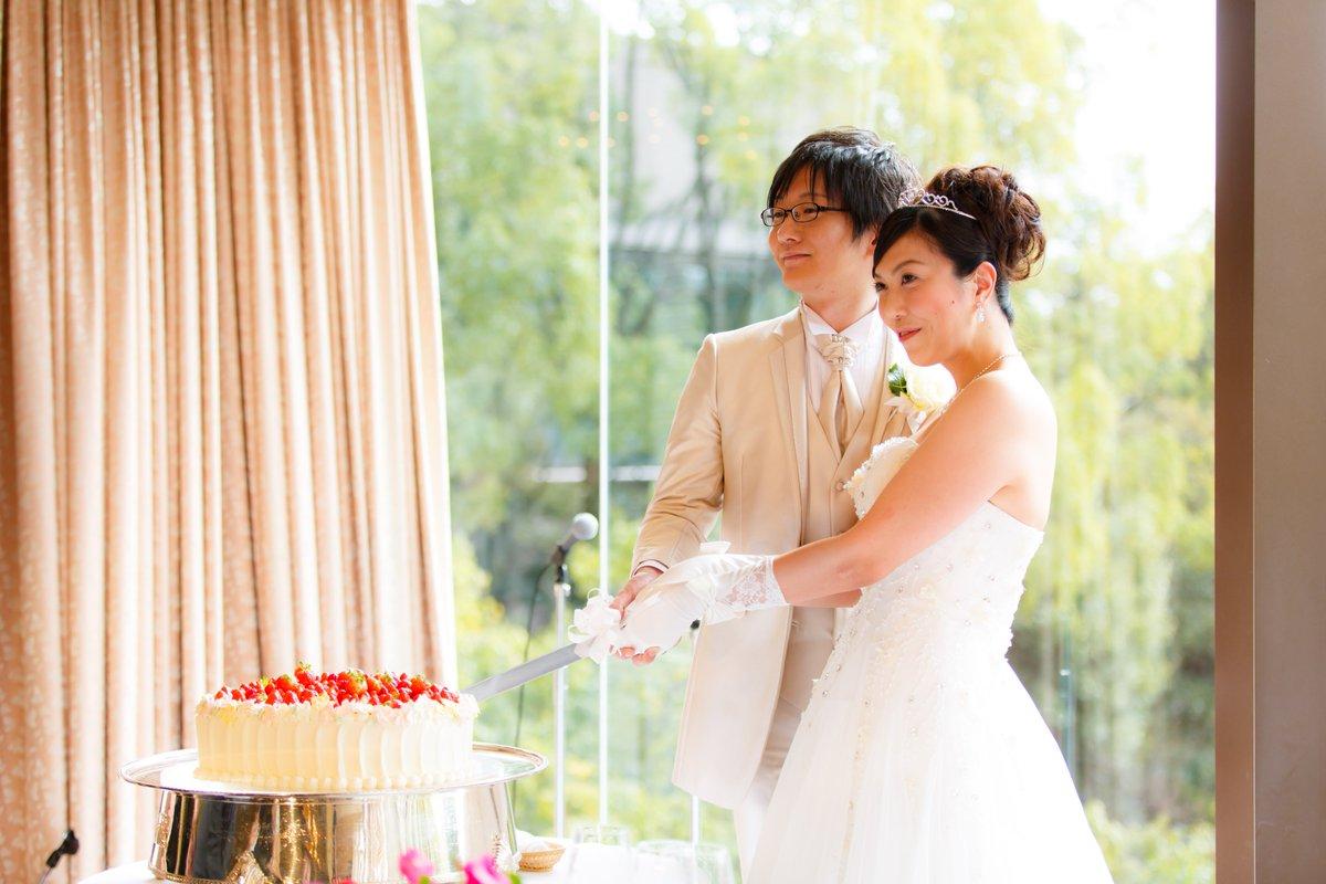 f18abdc70d2d8 お許しが出たので昨日の結婚式の写真などを。荒天からの晴天という最強の光源のおかげでかなり綺麗に撮れました。ケーキ入刀からファーストバイト ...