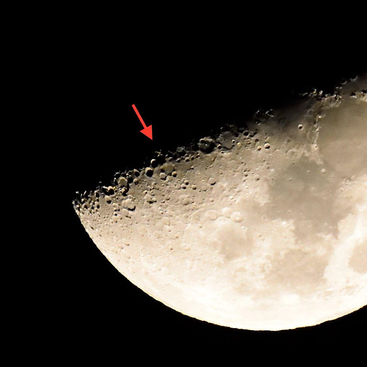 今撮ってきた「月面X」 赤い矢印の所にXの文字が。 時々見られる現象です。 https://t.co/G1yTrk1zlp
