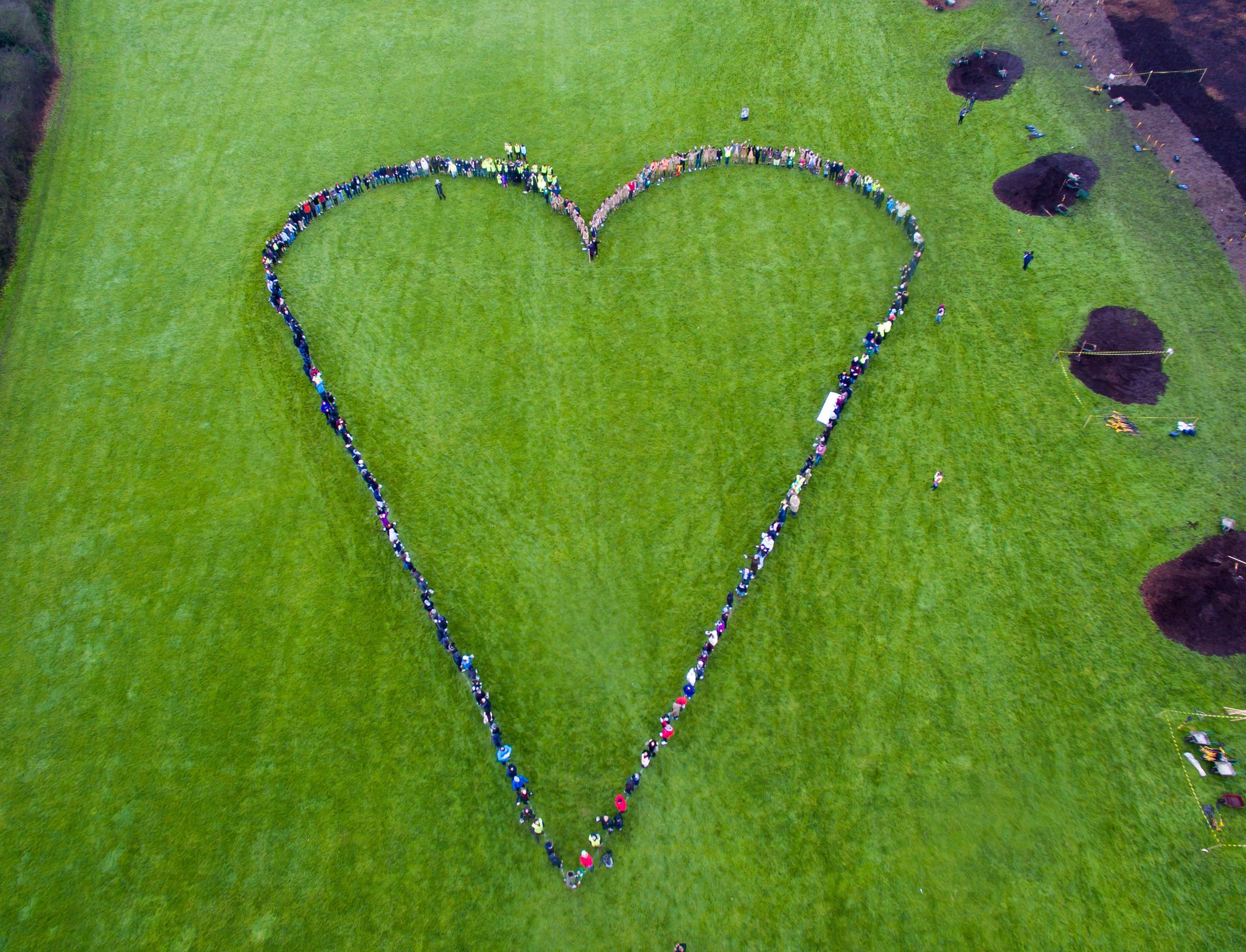 Thanks to 300+ volunteers who gave up their Saturday to #showthelove and plant 10,000 trees in Southall @UnileverUKI https://t.co/zjhslbV91v