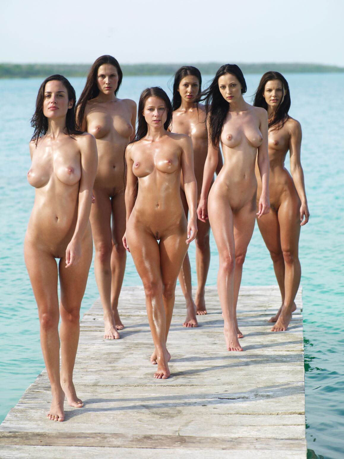 Смотреть голых женщин видео