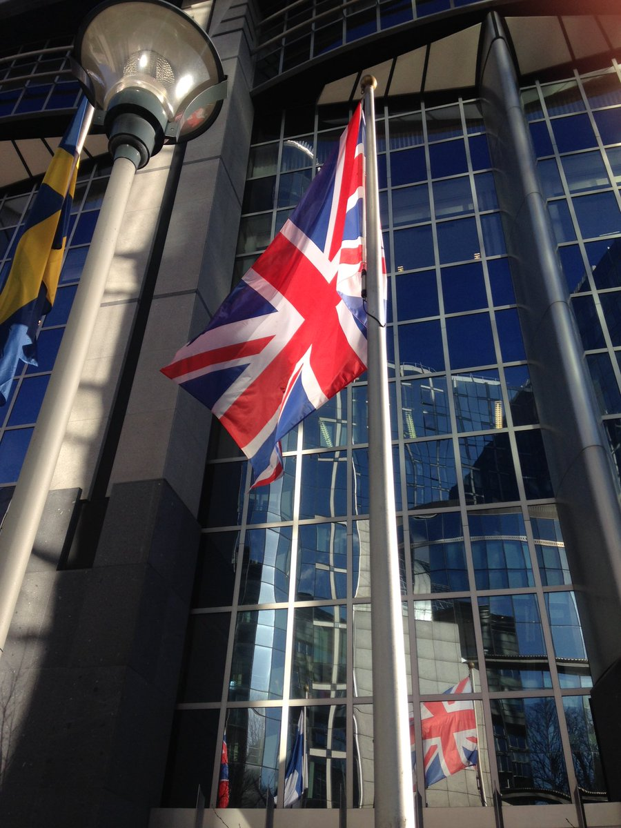 Union flag flown upside down at European Parliament for Cameron visit... Traditionally a distress signal https://t.co/0lfYEHWM0H