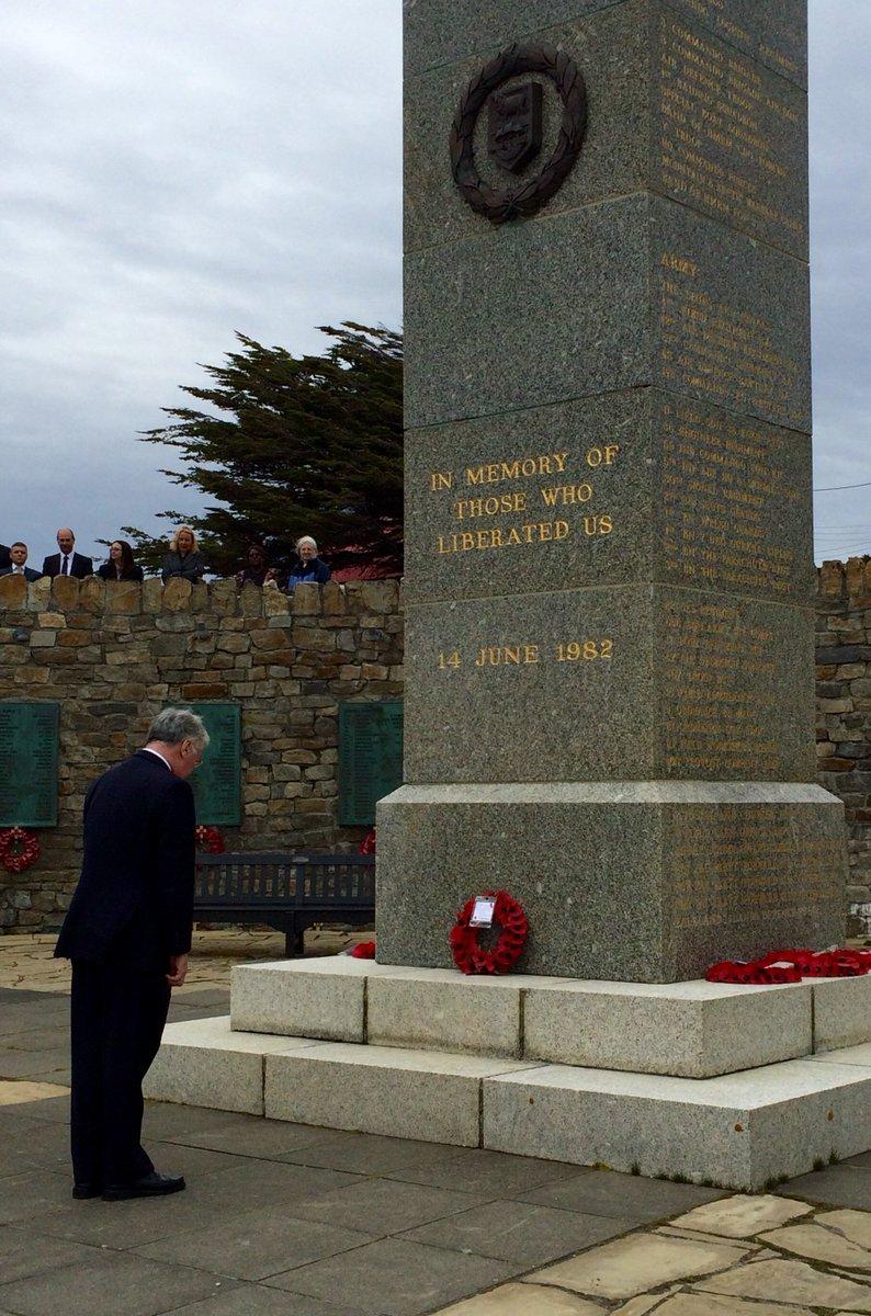 El Secretario de Defensa británico visitó las Islas Malvinas CbWG9S4XIAAOeUo
