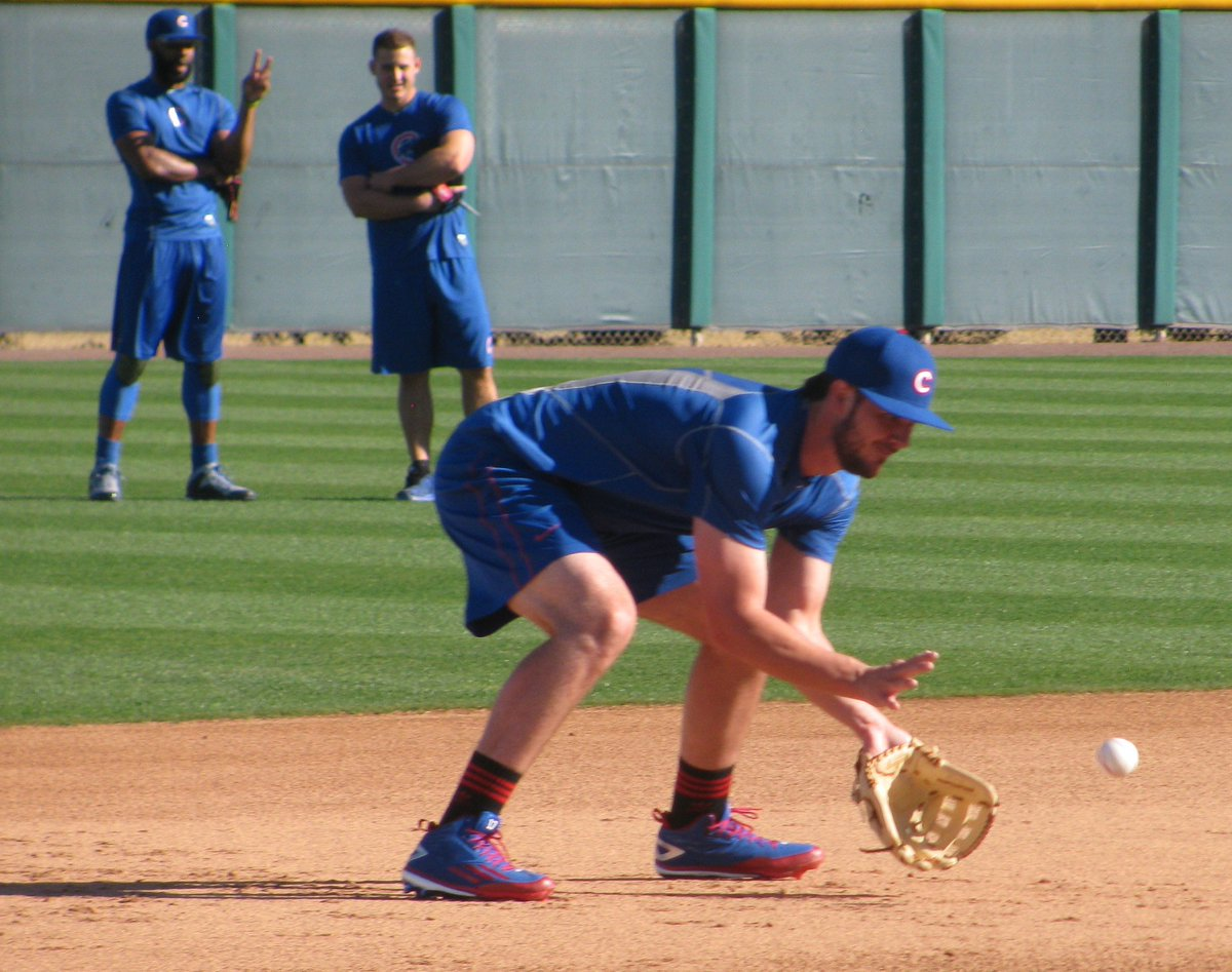 @KrisBryant_23 works on his fielding as Jason Heyward and @ARizzo44 chat https://t.co/50vDRXQhrs