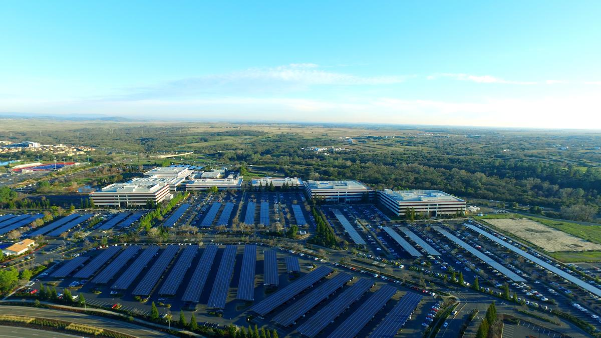 Intel unveils nation's largest parking lot solar installation: https://t.co/u45C7AZAAH https://t.co/wBiWXBHL7w