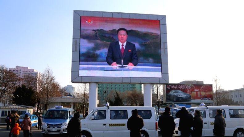 الحياة في كوريا الشماليه ..........متجدد  Cb_9S8eXIAIJ1BF