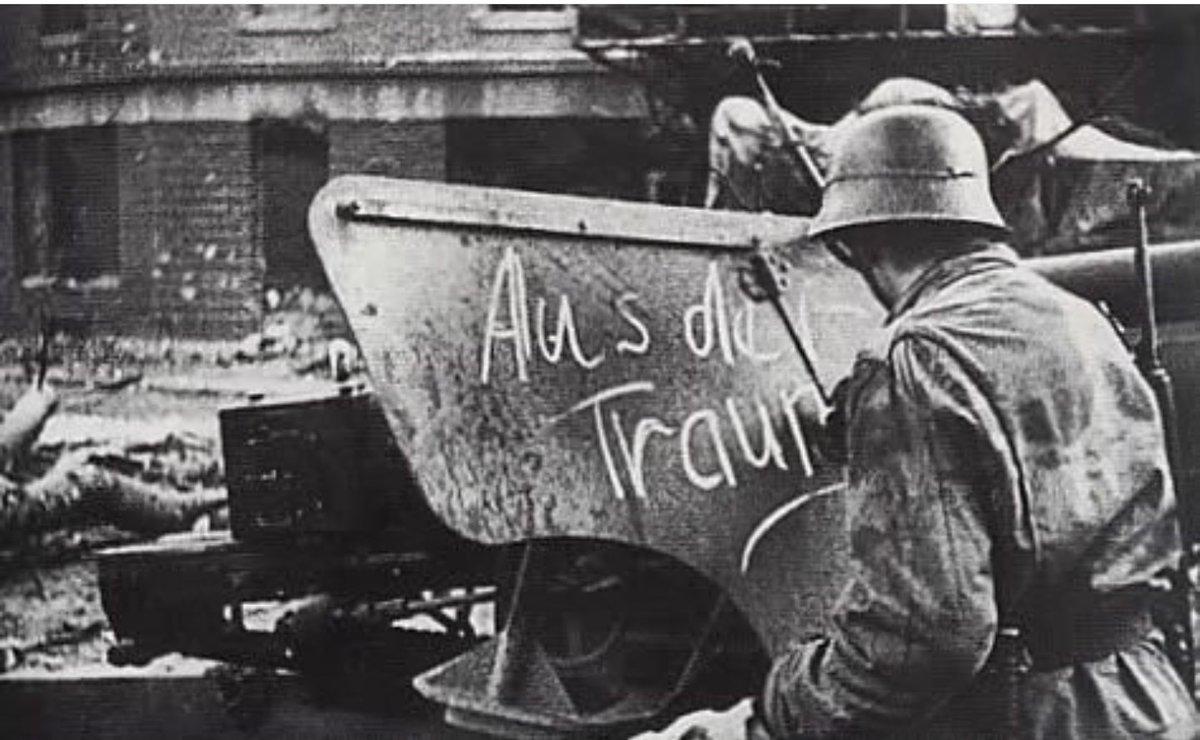 معركة سقوط برلين 1945  Cb_M_d1WIAA_zBn