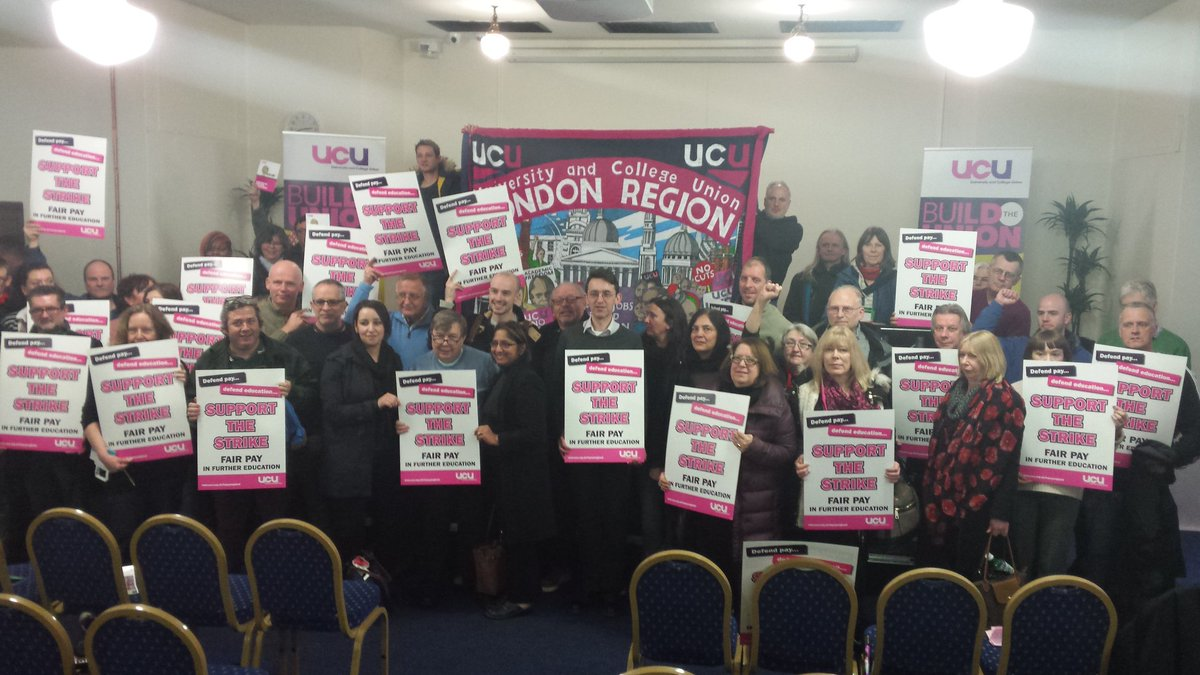 Final message from @ucu and @unisontweets London rally- defend pay, defend education #fairpayinfe #FEstrike24feb https://t.co/AKRYmHYANq