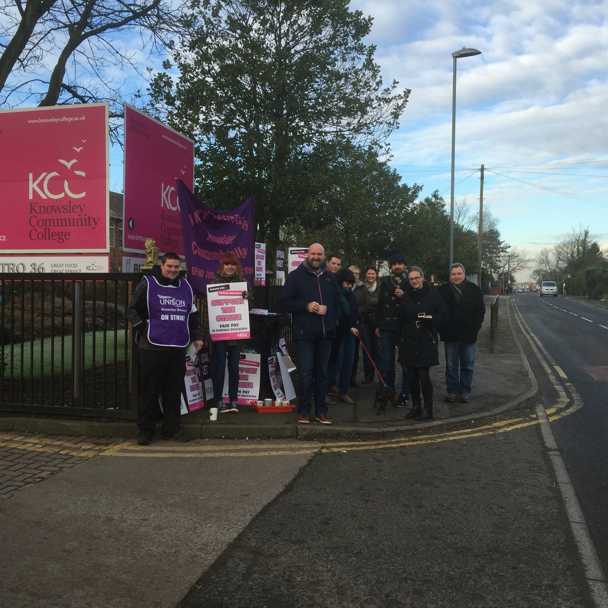 Picket line at Knowsley Community College Roby Campus #ucu #unison #FEstrike24feb https://t.co/HPSODQ68S3